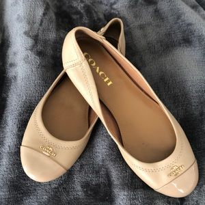 Coach Chelsea size 6.5 cream leather flats